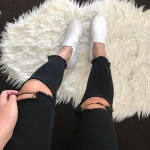 BLACK CUT OFF JEANS